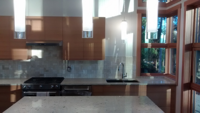 Kitchen with tiled backsplash