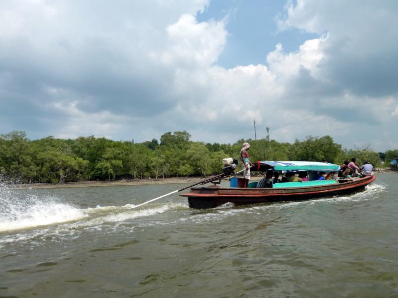Visa Run boat traffic