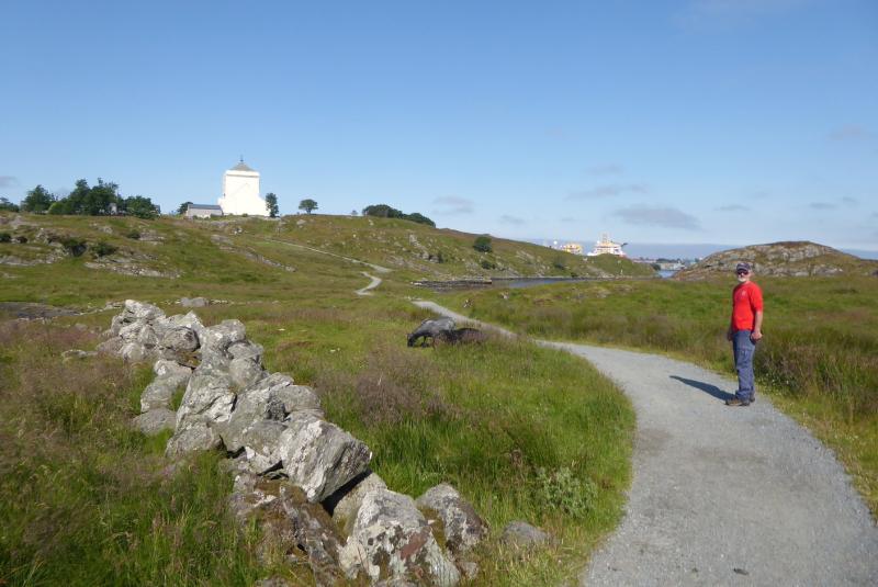 GG walking to Olavskirke