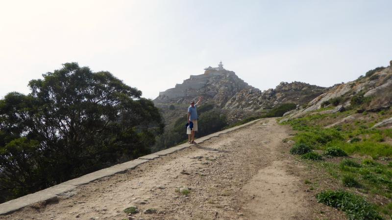 Walking to Faro de Cies